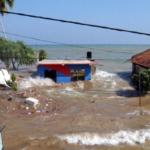 На центральную и южную части Шри-Ланки обрушился ураган